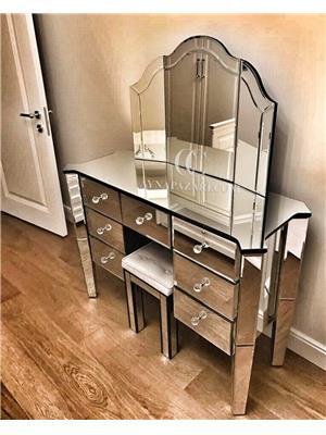 Kanatlı Ayna ve Çekmeceli Makyaj Masası