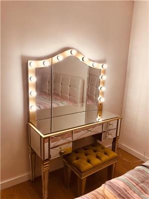 Küçük Supra Makyaj Masası Dalgalı Işıklı Ayna